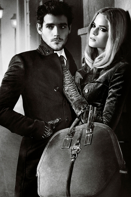V2sBurberry-Autumn-Winter-2012-Ad-Campaign-featuring-Gabriella-Wilde-and-Roo-Panes3